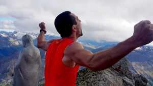 Филип Бабич устанавливает рекорд прохождения Южного ребра гребня Aiguille Noire de Peuterey