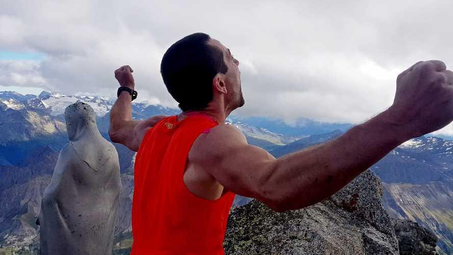 Филип Бабич (Filip Babicz) на вершине Aiguille de Peuterey
