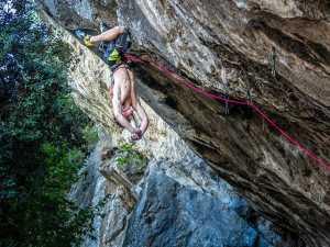 Адам Ондра открывает новый маршрут на скалах Арко: