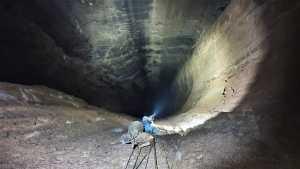 Чёрная дыра: испанские скалолазы открыли первый маршрут в самой глубокой в стране пещерной шахте глубиной 475 метров