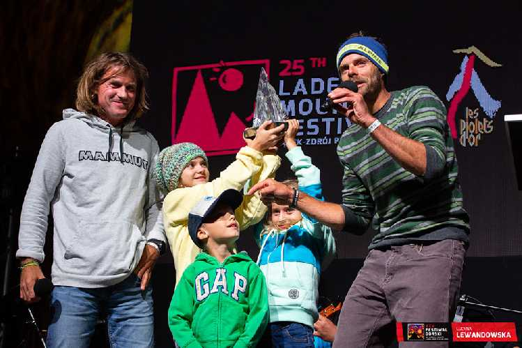 На сцене Марек и Зденек стояли вместе с детьми, и даже произнесли речь на польском языке, тем самым придав церемонии легкость общения. Фото Lucyna Lewandowska