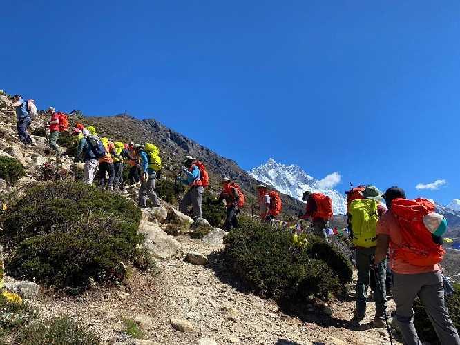 Первое в 2020 году восхождение в Непале: команда Бахрейна поднимается на Лобуче