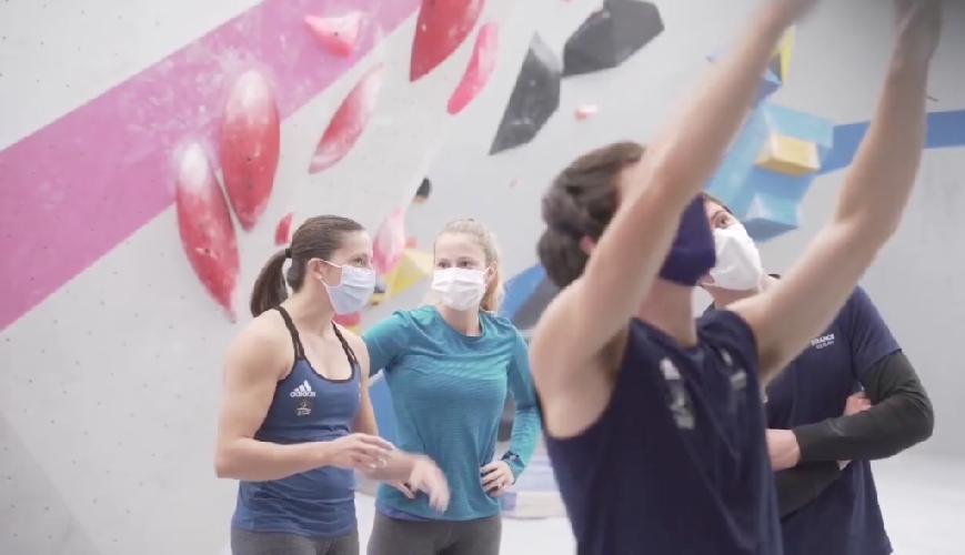 Возвращение к тренировкам в масках на Pôle France в Вуароне