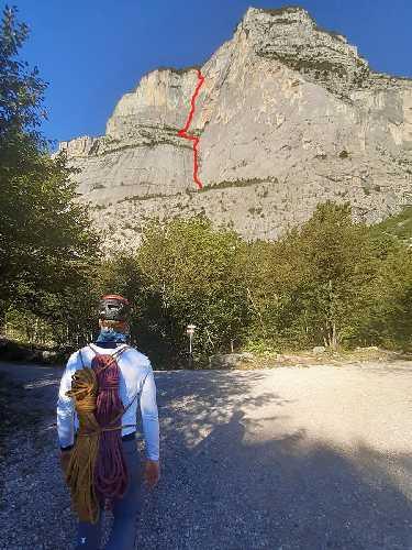 маршрут «Диедро Мартини» (Diedro Martini) VI+/R3/III, 600 м, TD- на вершину Чима алле Косте (Cima alle Coste). Фото Евгений Образцов