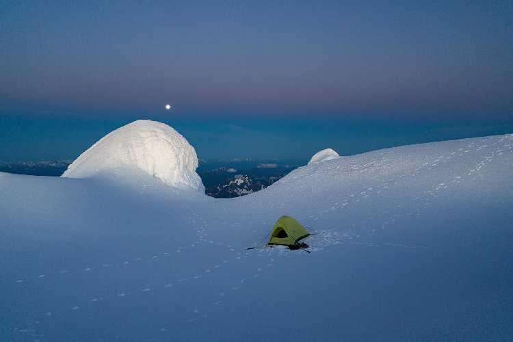 """""""Running in the shadows"""" - новый маршрут на самой высокой горе в Канадских Скалистых горах"""