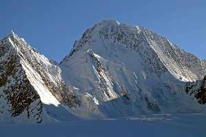горнолыжный тур в горном хребте Хинду-Радж (Hindu Raj) в северном Пакистане, между Гиндукушем и Каракорумом. Фото Пьер Нейре (Pierre Neyret)