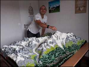 Массив Монблана из кубиков Lego