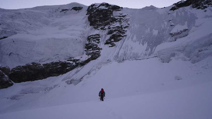 новый маршрут на Тетнульд (4852 м) по северо-западной стене. Темур Курдиани (Temur Qurdiani), 16.10.2020