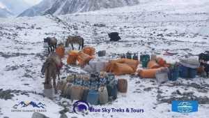 Зимняя международная экспедиция на К2: снаряжение прибывает в базовый лагерь