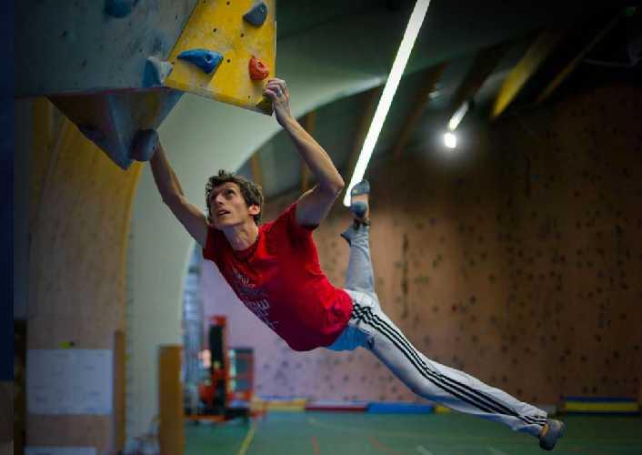 Тысячи часов тренировок в четырех стенах спортзала ENSA в Шамони. Фото Seb Tavares Gomes