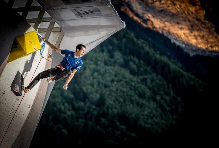 Ромэн Дегранж воплощает в жизнь одну из своих целей: пройти финальный маршрут Кубка мира в Шамони на глазах у публики Фото FFME - Rémi Fabregue
