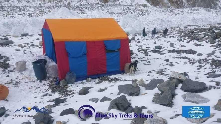 прибытие к месту размещения базового лагеря восьмитысячника К2 части экспедиционного снаряжения.