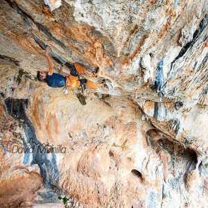45-летний Дани Андрада работает над проектом сложнейшего скалолазного маршрута