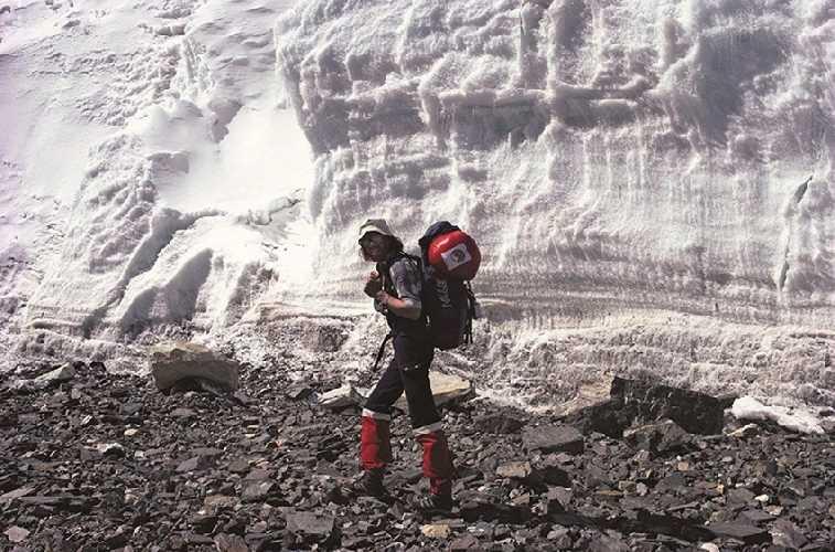 Ледник Восточный Ронгбук, северная сторона Эвереста, 1980. Фото Reinhold Messner.