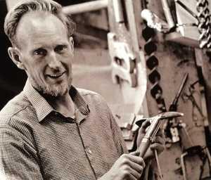 В возрасте 90 лет умер Хэмиш МакИннес (Hamish MacInnes) - легендарный шотландский альпинист, спасатель и изобретатель