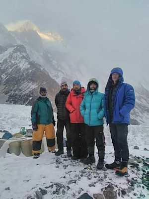 Первая команда прибыла в базовый лагерь восьмитысячника К2