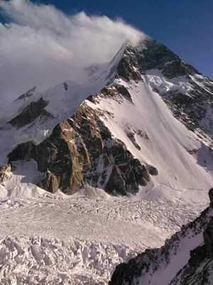 Пакистанско-Исландская команда на К2: из-за сильного ветра команда спустилась в базовый лагерь