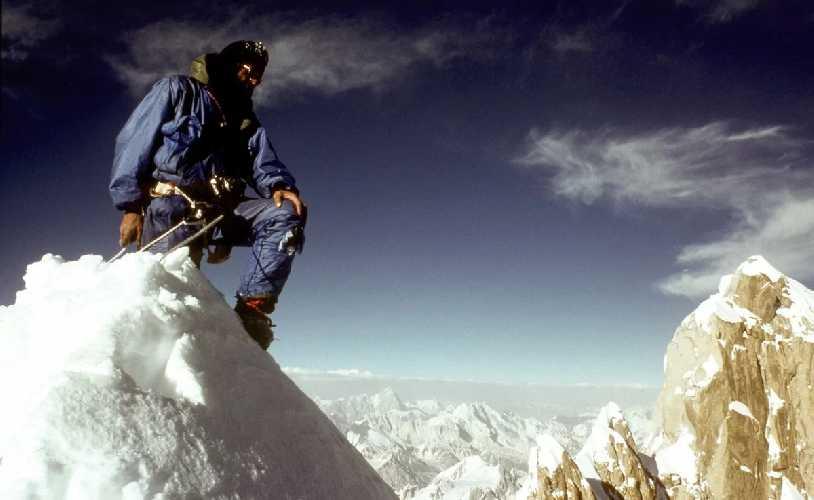 На вершине Огре (Baintha Brakk / The Ogre) 7285м. . Фото Doug Scott