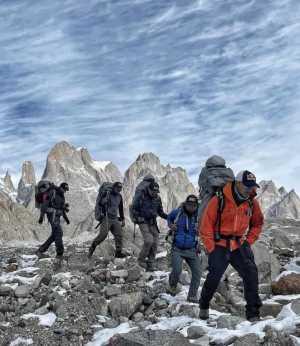 Команда Нирмала Пурджи продвигается к базовому лагерю восьмитысячника К2