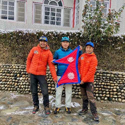 Мингма Галйе Шерпа (Mingma Gyalje Sherpa), Дава Тенцинг Шерпа (Dawa Tenzing Sherpa), Килу Пемба Шерпа (Kilu Pemba Sherpa)