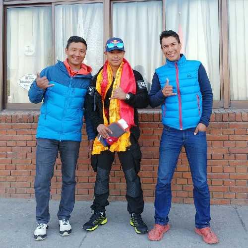 Тенжи Шерпа (Tenji Sherpa), Нирмала Пурджа (Nirmal Purja) и Винайяк Джей Малла (Vinayak Jay Malla). Фото: Vinayak Jay Malla