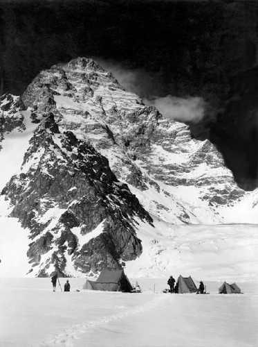 Высотный лагерь у Западной стены К2. Июнь 1909г. Фото Витторио Селла (Vittorio Sella)