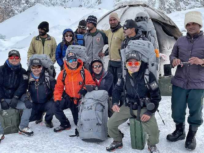 Команда Нирмала Пурджи (Nirmal Purja) в базовом лагере К2