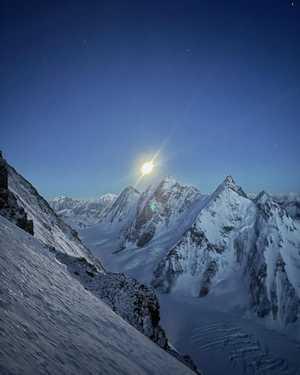 Зимние экспедиции на восьмитысячник К2: Команда Нирмала Пурджи спустилась в базовый лагерь