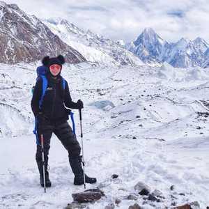 Магдалена Гошковская поднимается ко второму высотному лагерю на восьмитысячнике К2