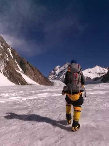 На пути в первый высотный лагерь на К2. Фото John Snorri Sigurjónsson