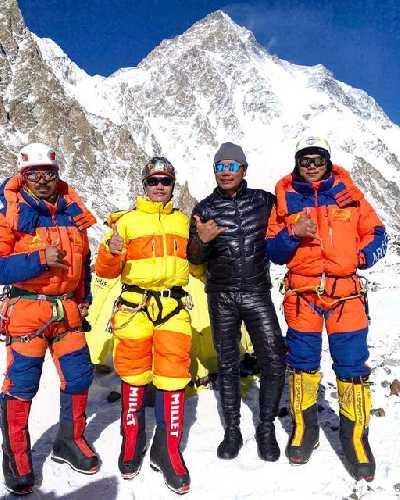 Пасанг Нурбу Шерпа (Pasang Nurbu), Лхакпа Темба Шерпа (Lhakpa Temba), Чханг Дава Шерпа (Chhang Dawa) и Сона Шерпа (Sona Sherpa)  - передовая команда экспедиции SST