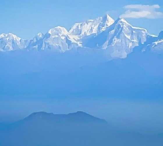 Чистое небо к западу от Катманду позволило сегодня увидеть Дхаулагири, Аннапурну, Манаслу и Шишапангму. Фото: Симоне Моро