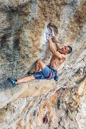 Юджи Хираяма (Yuji Hirayama)  на скалах в греческом Калимносе