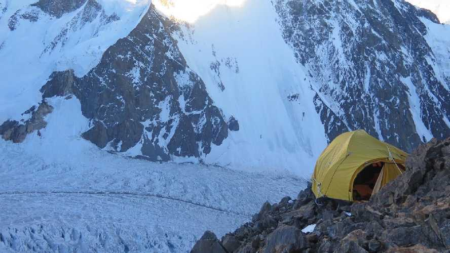 Первый высотный лагерь на К2 команды Мингмы Галйе Шерпа (Mingma Gyalje Sherpa). Фото Mingma Gyalje Sherpa