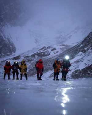 Нирмал Пурджа переносит свою попытку восхождения на К2 на конец сезона
