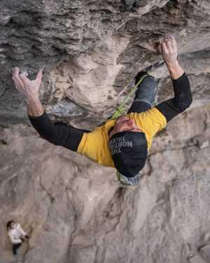 Стефано Гизольфи открывает самый сложный в Италии скалолазный маршрут: