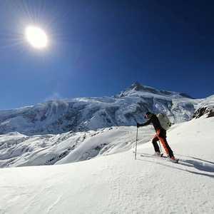 Зимние экспедиции на восьмитысячник Манаслу: все команды спустились в базовый лагерь
