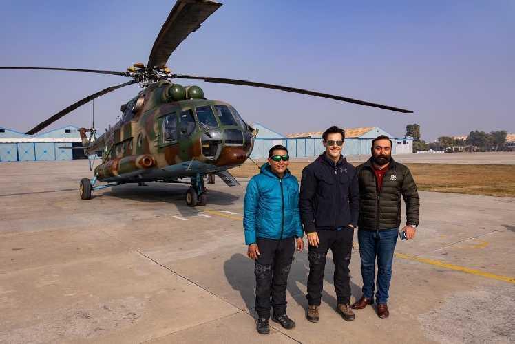 Сегодня в базовый лагерь команды планируется прибытие спасательного вертолета, который совершит 2-3 часовой облёт склона горы