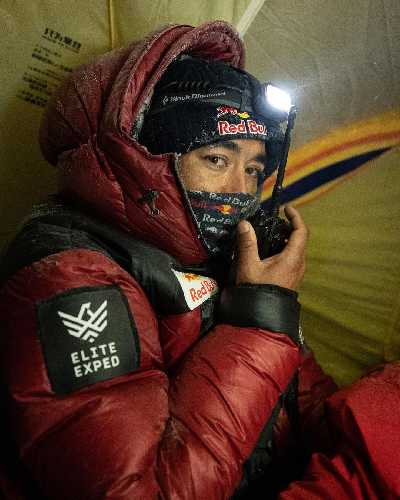 Нирмал Пурджа (Nirmal Purja) в высотном лагере на восьмитысячнике К2.