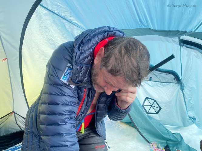 Луис Карлос Гарранцо (Luis Carlos Garranzo) в базовом лагере восьмитысячника К2