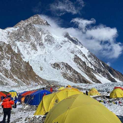 вид на восьмитысячник К2. Фото Chhang Dawa Sherpa