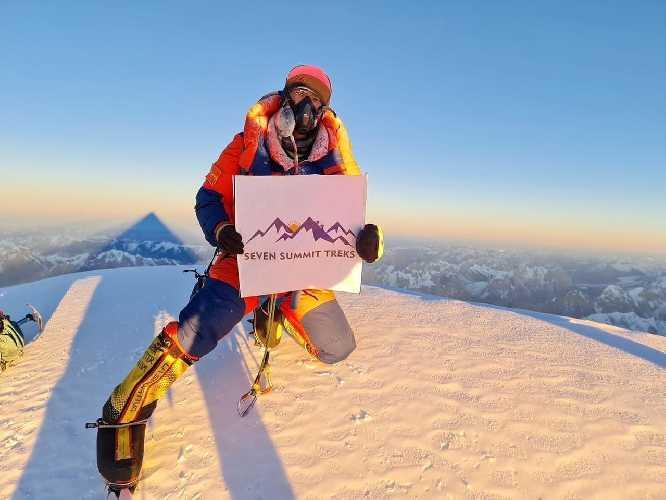 Сона Шерпа (Sona Sherpa) на вершине восьмитысячника К2. 16 января 2021 года