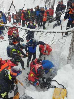 Погребенный под лавиной турист был найден живым спустя почти 3 часа благодаря мобильному телефону