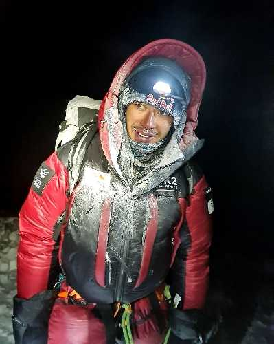 Нирмал Пурджа (Nirmal Purja) на спуске с восьмитысячника К2 без кислородной маски. 16 января 2021
