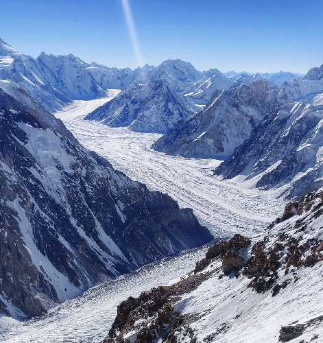 Вид со второго высотного лагеря восьмитысячника К2 на ледник Гудвин-Остин. январь 2021. Фото Magdalena Gorzkowska