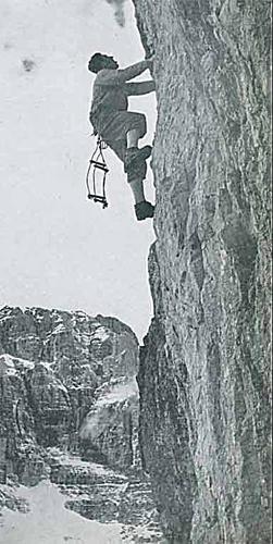 Чезаре Маестри (Cesare Maestri) во время восхождения в Доломитах