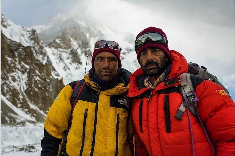 Имтиаз и Акбар (двоюродный брат и племянник Али Садпара) прибыли вчера в базовый лагерь