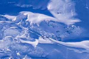 Зимняя экспедиция на восьмитысячник Манаслу: большое количество снега сбивает планы команды