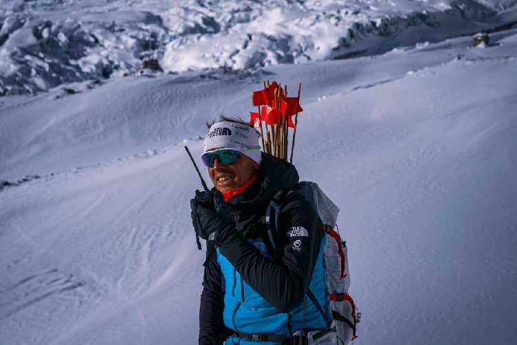 Симоне Моро (Simone Moro) на склоне восьмитысячника Манаслу
