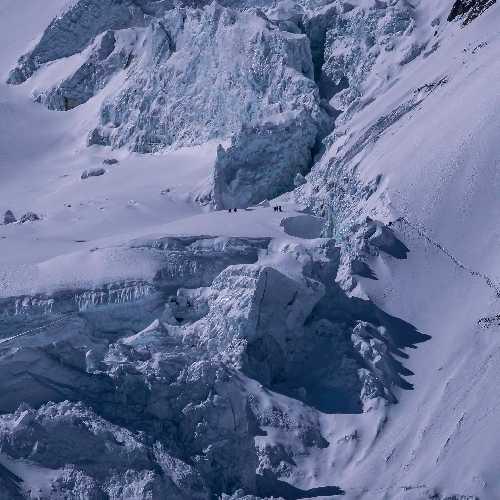 Команда на склоне восьмитысячника Манаслу. Фото Alex Txikon